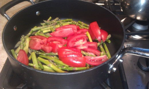 Asparagus and tomatoes for stir fry