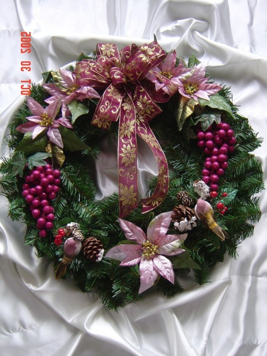 This is a beautiful hand made wreath that anyone can make with their own two hands.