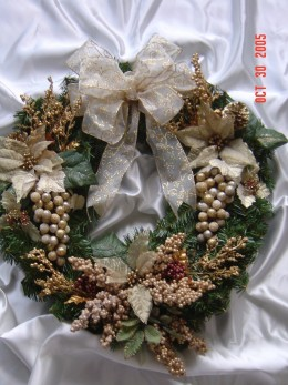 Here is another example of a artificial wreath that you can make with your own hands.