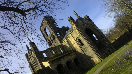 Tilting Abbey N9