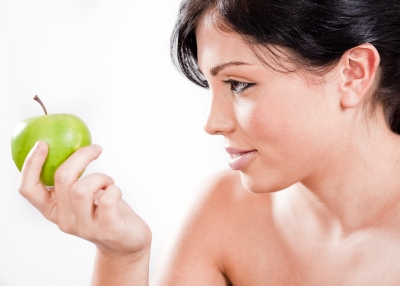 Eating a balanced diet helps keep blackheads at bay.
