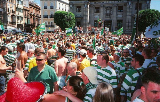 Celtic Fans Celebrate Reaching the Final