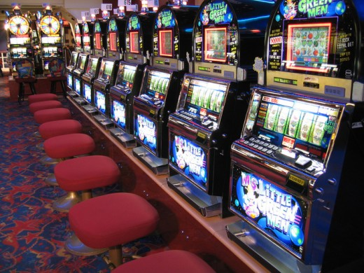 Gamblers often leave change in the trays of slot machines