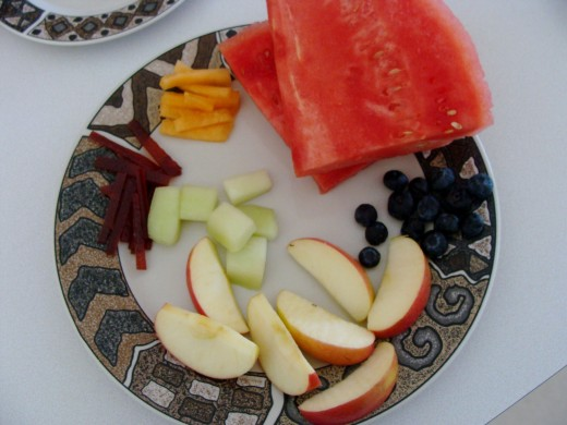 Place fruit pieces on a plate.