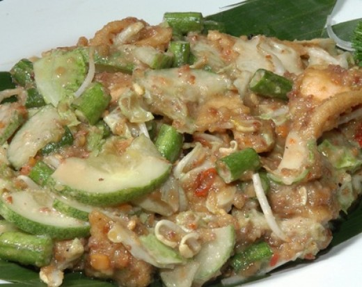 Karedok - Sundanese Raw Vegetable Salad With Spicy Peanut Sauce