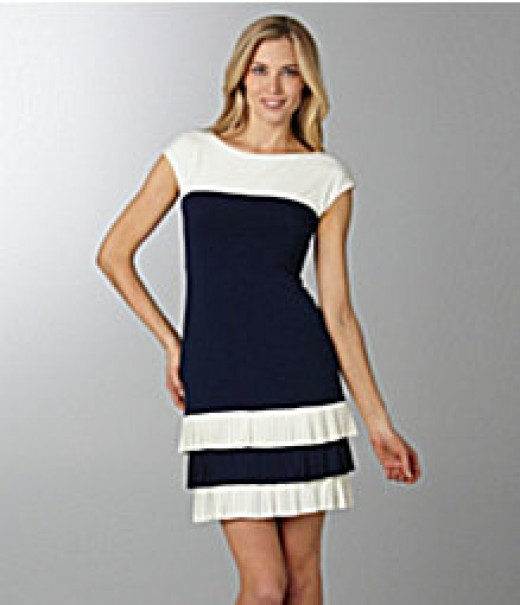 I always love the navy and white combination of colors