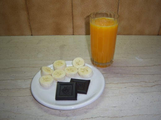 Fresh orange juice, dark chocolate and banana