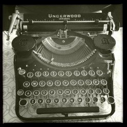 My Antique Vintage Underwood Typewriter
