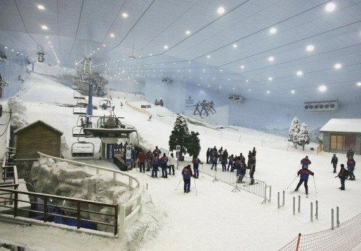 Ski Dubai has 5 runs that vary in difficulty, height and gradient, the longest run being 400m with a fall of over 60 meters. It boasts 3000 square meters of snow!