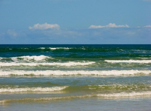 Waves coming onshore