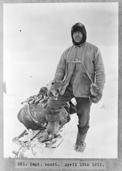 Captain Robert Falcon Scott, leader of the Terra-Nova-Expedition, in polar gear