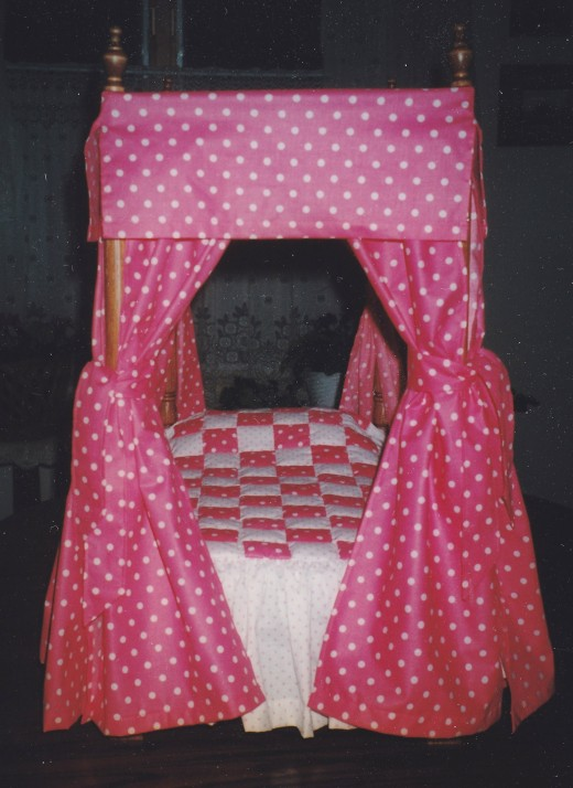 Four poster bed for doll