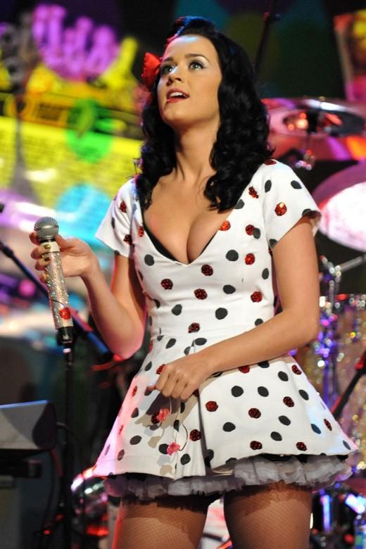 Katy Perry in polka dot skirt