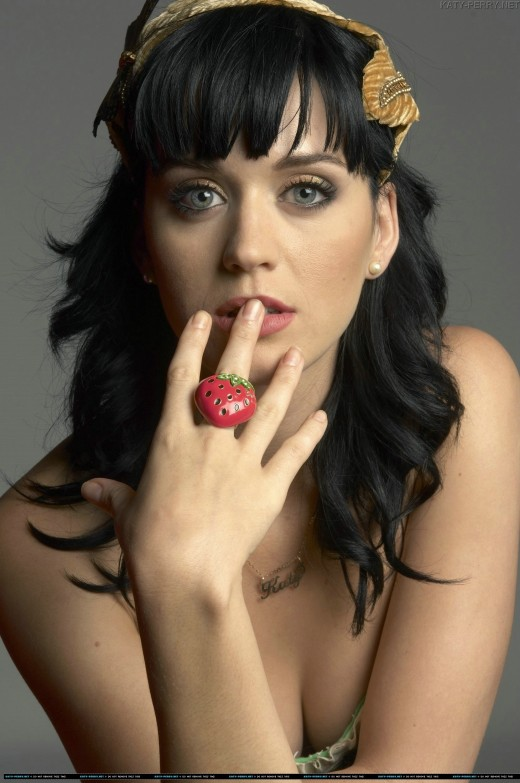 Katy Perry with two fingers in mouth