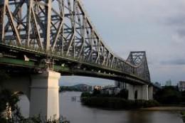 The Story Bridge is the longest cantilever bridge in Australia. Total length 777 meters longest span 282 meters, height 74 meters it was opened the 6 July 1940