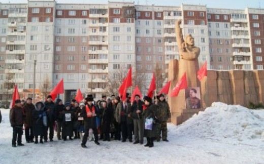 In Krasnoyarsk the Putin government banned the Stalin memorial.  Brave CPRF comrades hold the rally regardless.