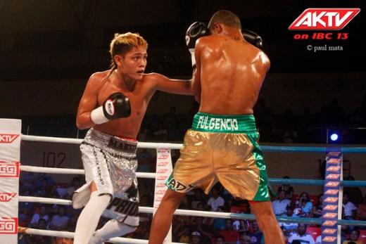 Sonsona (L) defeats Fulgencio (Credit AKTV/Paul Mata