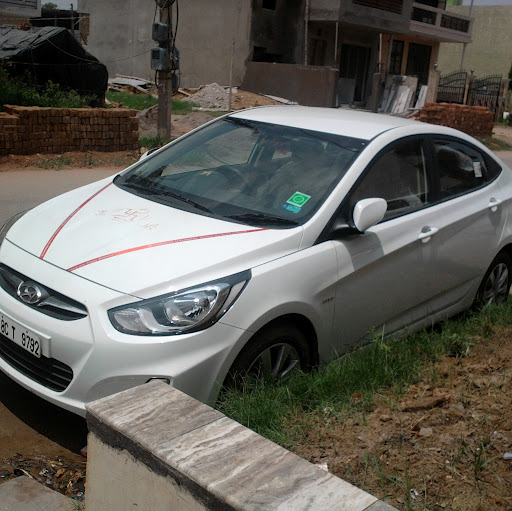 Hyundai Fluidic Verna white color. Picture taken in Indirapuram, Ghaziabad
