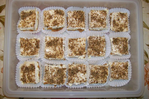 MOM'S FAMOUS CHEESECAKE SQUARES