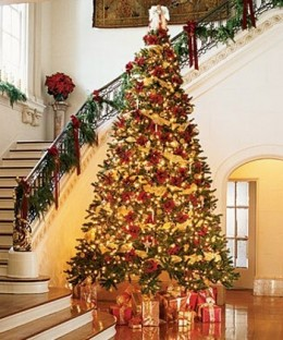 Red and Gold Floral Holiday Decorating Ideas
