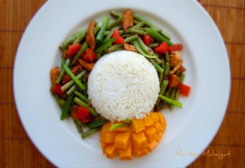An easy and colourful long bean dish paired with a fresh sweet mango!