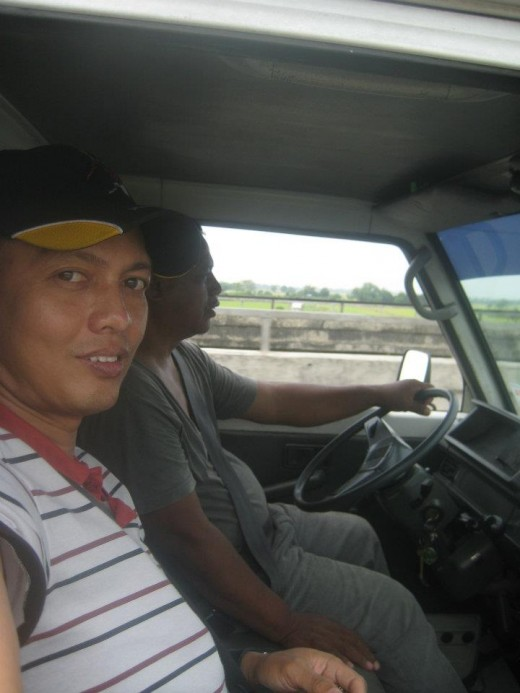 The driver, Kuya Ruslin Besas and yours truly, Travel Man aka Ireno Alcala