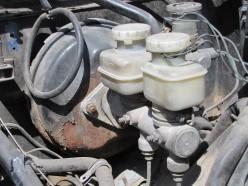 Brake Master Cylinder Removal: Datsun 280Z