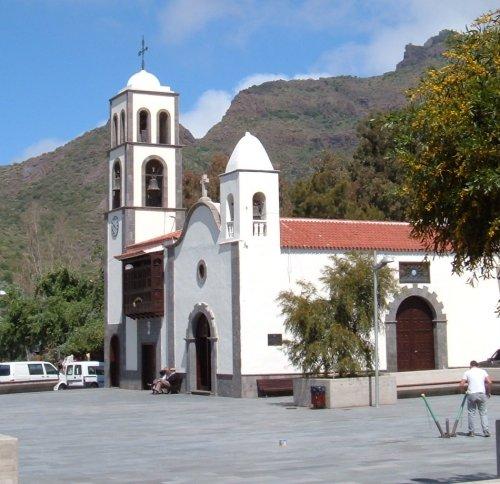 Church and plaza in Santiago del Teide