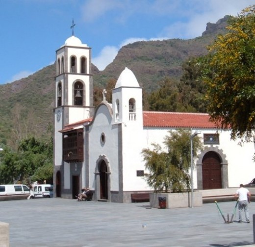 Church and plaza in Santiago del Teide