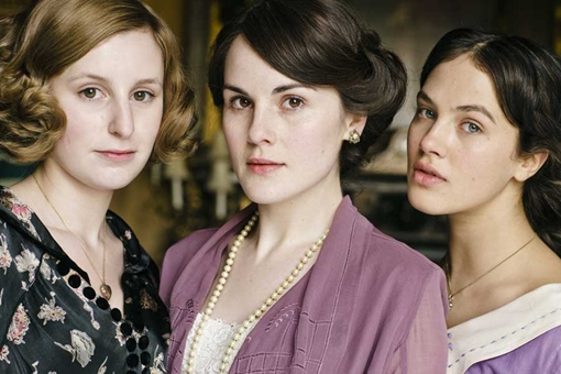 Lord Grantham's 3 daughters, Edith (L) Mary (M, b*tch) and Sybil (R)