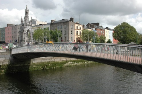 Footbridge over the River Lee, Cork Footbridge over the South Channel of the River Lee, Cork. The National Monument can be seen on the other side of the bridge.