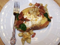 How To Make Eggs In A Frame With Fried Bacon, Potatoes, and Spinach. Eggs In A Hole.