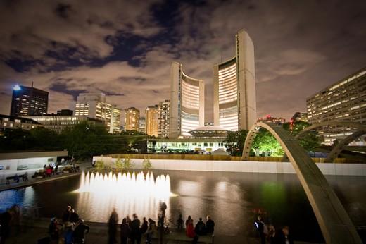 Sky glow in Toronto. Photo by bensonkua.