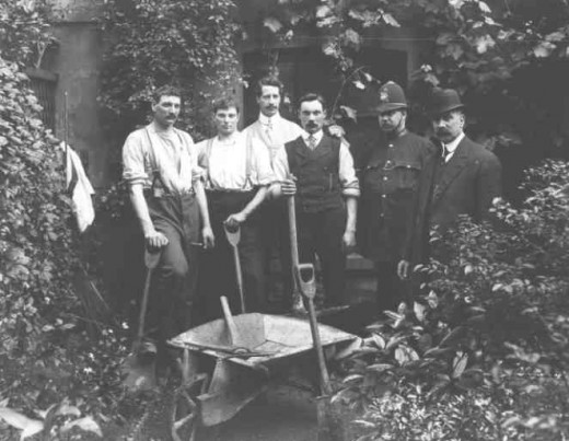 The digging team outside Hilldrop Crescent. Inspector Dew is the man in the bowler hat