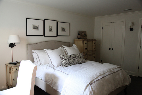 Choose a soothing palette of white for a guest suite.