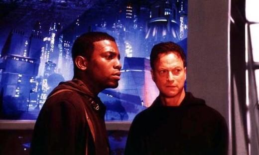 Mekhi Phifer and Gary Sinise in Impostor (2001)