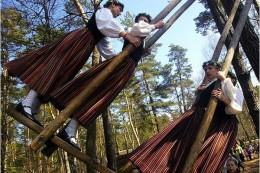 Traditional swinging