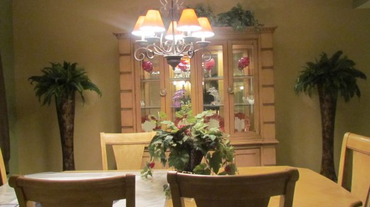 The elegantly decorated dinning room of Debra's home.