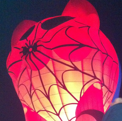 Spider Pig during a special shapes Balloon Glow.