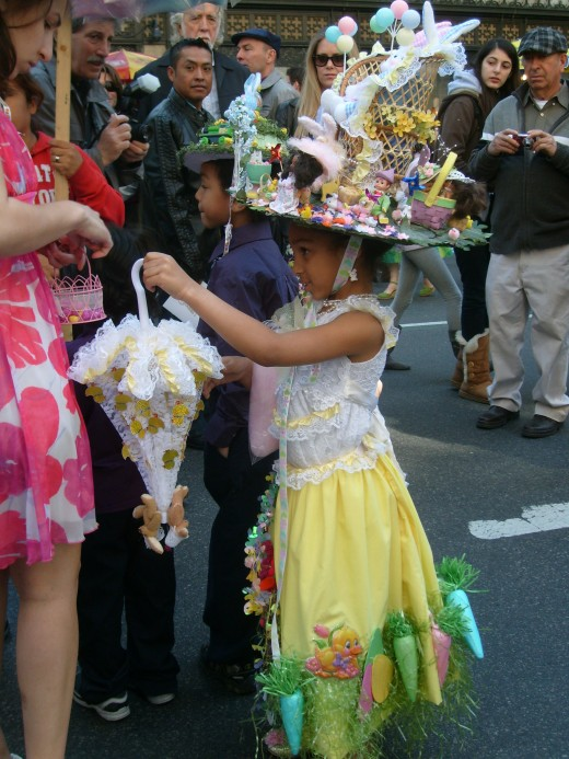 I love this little girl's ensemble, she even has a matching parasol!