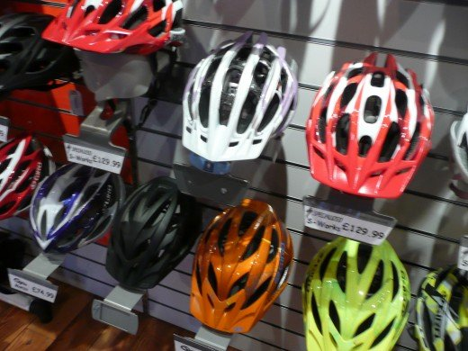 Which mountain bike helmet should you choose and which color?