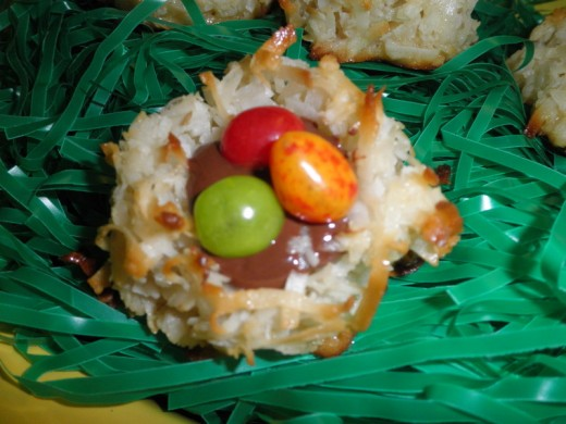 These coconut macaroon cookies can be adapted for any holiday - not just Easter!