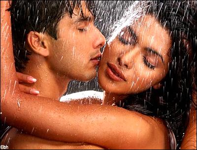 Shahid and Priyanka hot and sexy in Rain