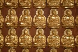 The mini Buddha statues