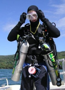 Technical Diver with side mounted tanks.
