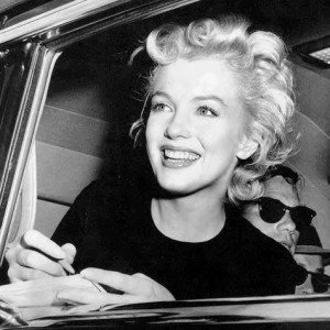Marilyn Monroe smiled for the cameras.