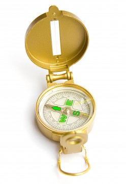 How does a magnetic compass work?