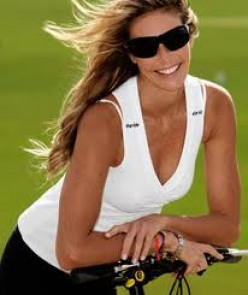 How to look like Elle MacPherson with the Clean and Lean Diet