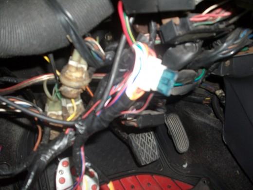 car alarm fuse location get free image about wiring diagram. Black Bedroom Furniture Sets. Home Design Ideas