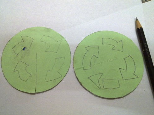 draw recycle arrows on the green paper